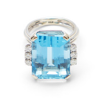 Spectacular 18ct Aquamarine Ring